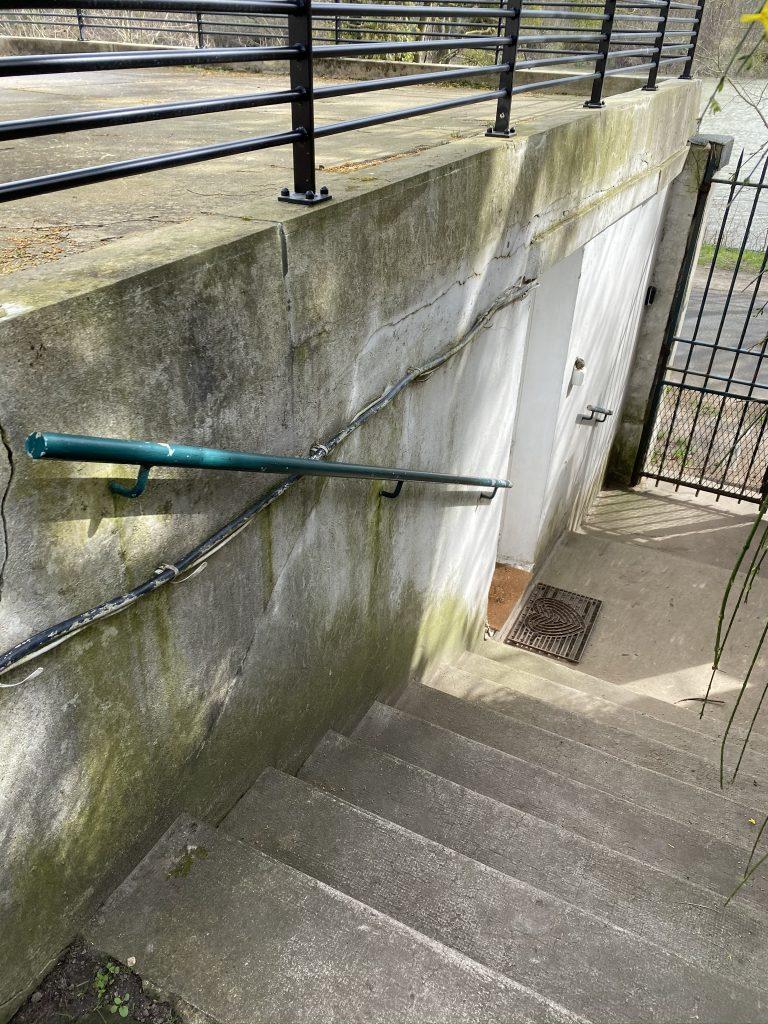 Mur descente escalier avant